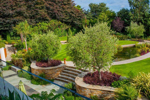 Large Contemporary Garden-10